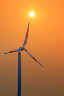 Turbina che produce energia rinnovabile in tailandia, turbine eoliche