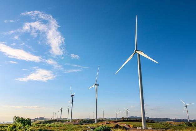 Turbina del mulino a vento per produzione elettrica a khao kor, petchaboon, tailandia
