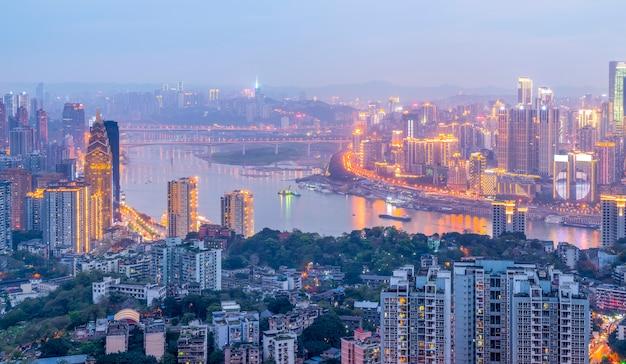 Turismo penisola paesaggio urbano fiume ufficio