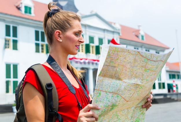 Turista che è perso a jakarta, indonesia