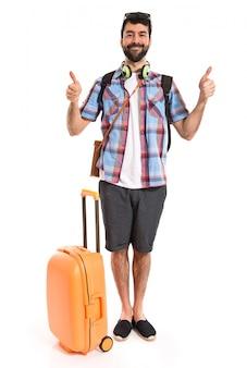 Turista con il pollice in su