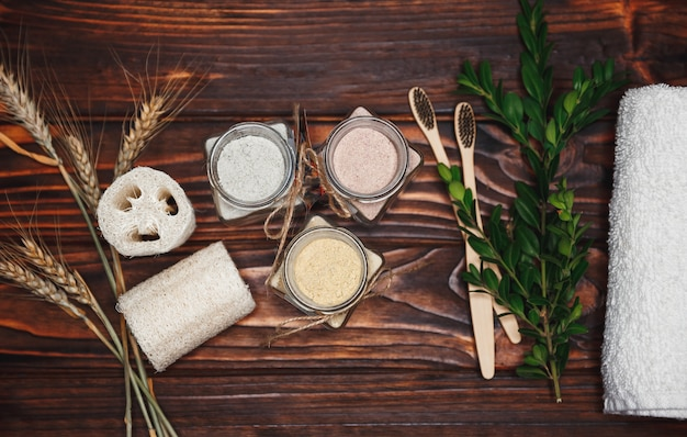 Ubtan biologico in bottiglia. agente cosmetico naturale a base di erbe per la cura della pelle