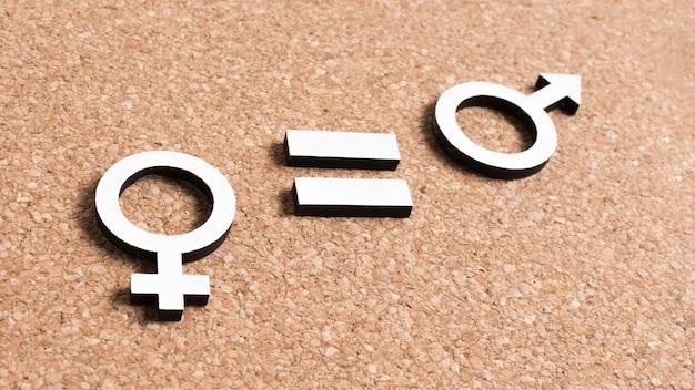 Uguaglianza tra simboli di genere femminile e maschile alta vista