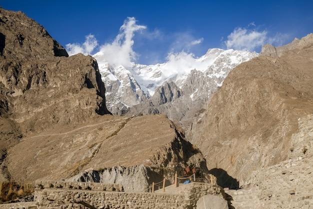 Ultar sar vista sul picco di montagna dalla fortezza di baltit, nella valle di hunza. gilgit baltistan, pakistan.