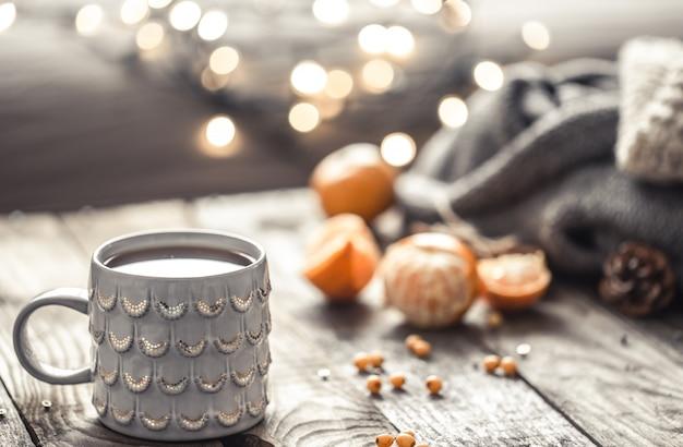 Un'accogliente tazza da tè di natale ancora in vita