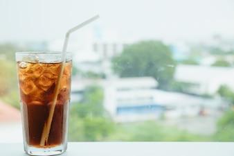 Un bicchiere di bevanda, cola, bibita per lo sfondo.