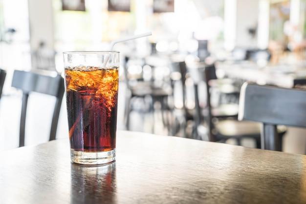 Un bicchiere di coca cola