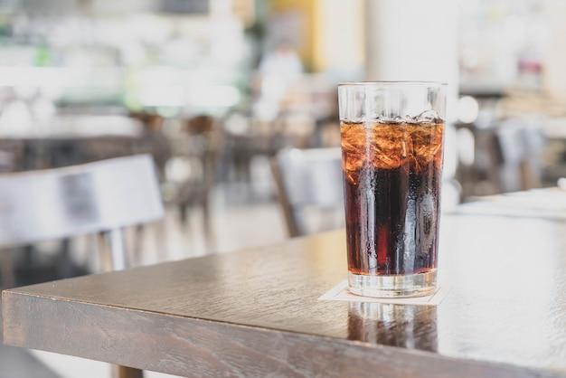 Un bicchiere di cola al ristorante