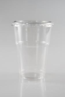 Un bicchiere di plastica per camion da asporto