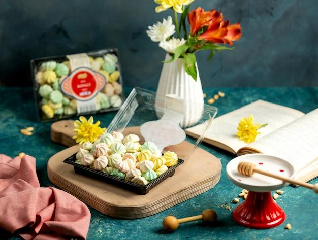 Un branco di marshmallow russi colorati zefir