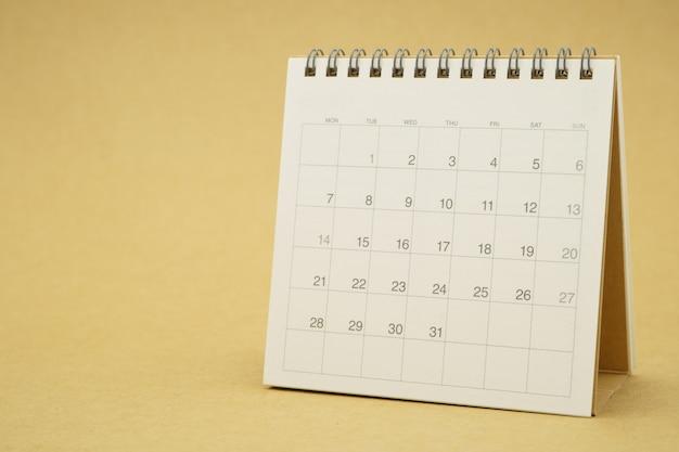 Un calendario del mese concetto di pianificazione con spazi di copia