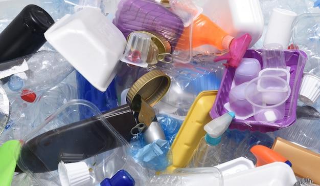 Un contenitore per il riciclaggio di contenitori