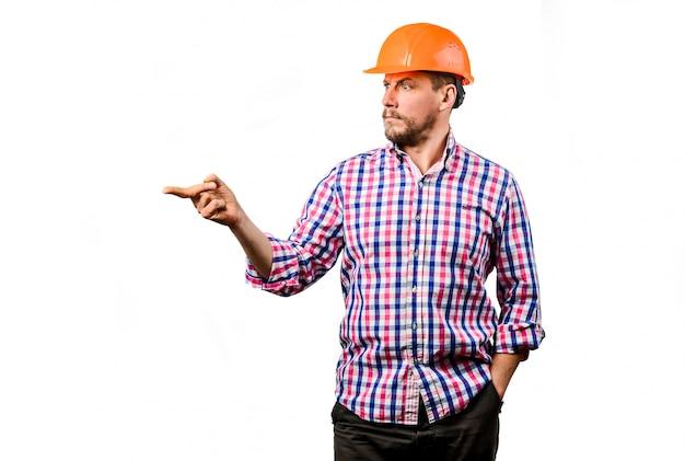 Un costruttore nel casco