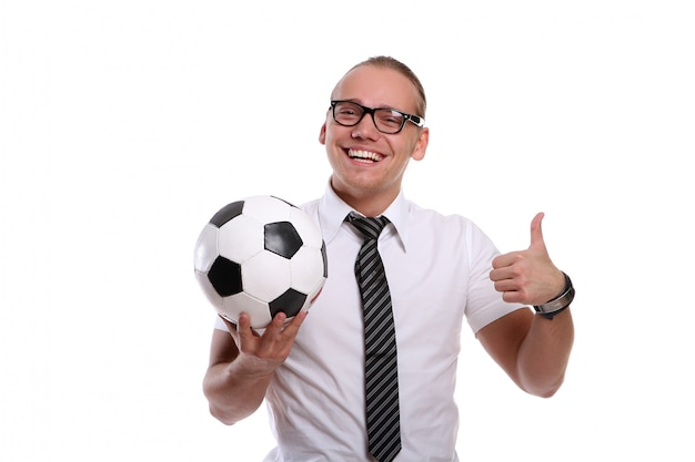 Un giovane uomo attraente con un sorriso