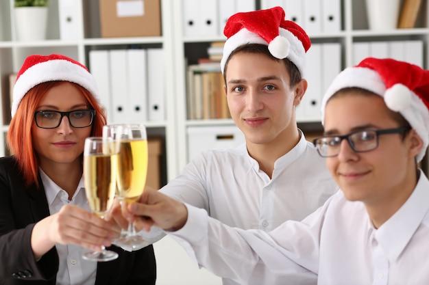 Un gruppo di imprenditori festeggia il natale