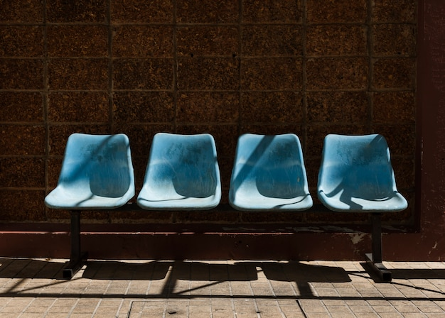 Un'immagine della sedia aspettante dell'autostazione