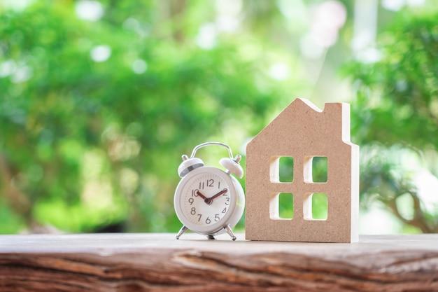 Un modello della casa di modello. usando come concetto di affari del fondo e concetto del bene immobile