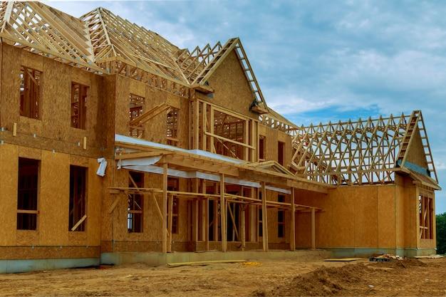 Un nuovo bastone costruito casa in costruzione
