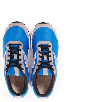 Un paio di scarpe da ginnastica
