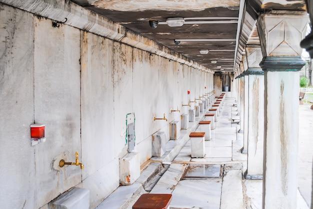 Un posto per fare il bagno nella moschea blu