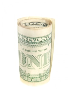 Un rotolo della banconota in dollari isolato su bianco