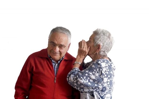 Un segreto che viene detto a due nonni