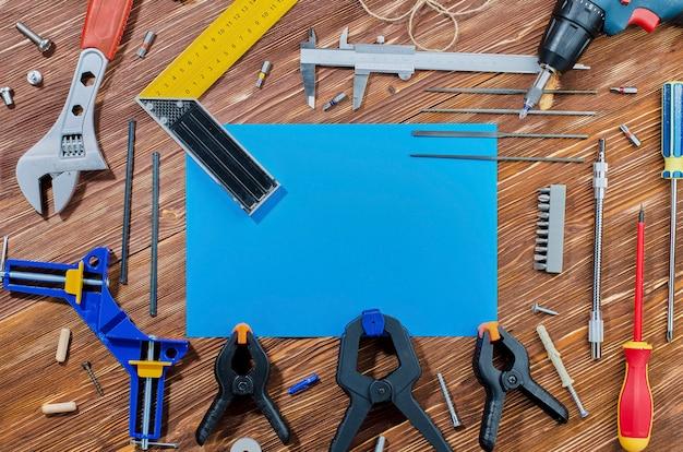 Un set di strumenti di lavoro per svolgere le faccende domestiche