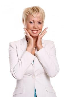 Una bella donna attraente su bianco