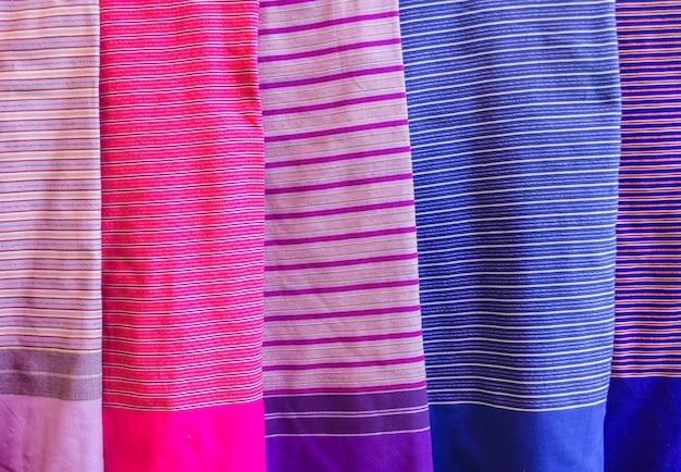 Una collezione di seta tailandese