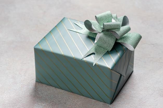 Una confezione regalo in confezione turchese