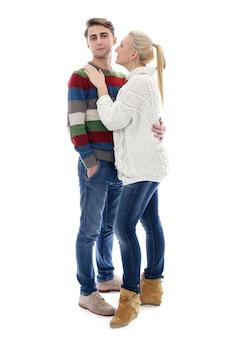 Una coppia carina è innamorata l'una dell'altra