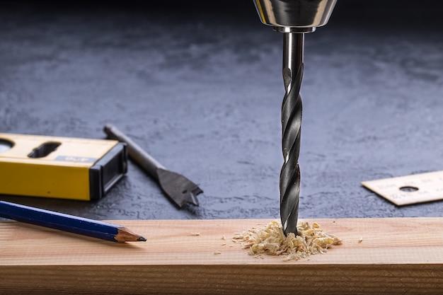 Una foto ravvicinata di un trapano elettrico