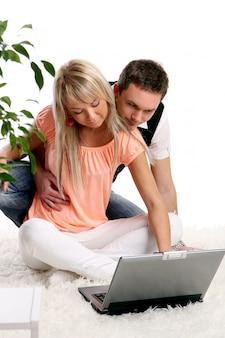 Una giovane coppia felice