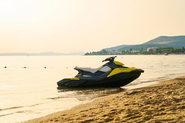 Una moto d'acqua