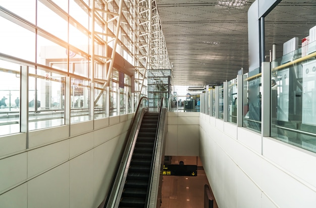 Una nuovissima sala partenze dell'aeroporto