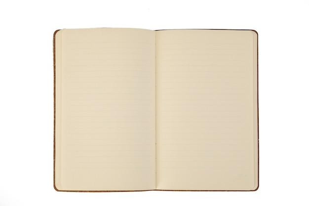 Una pagina non scritta di un notebook su sfondo bianco