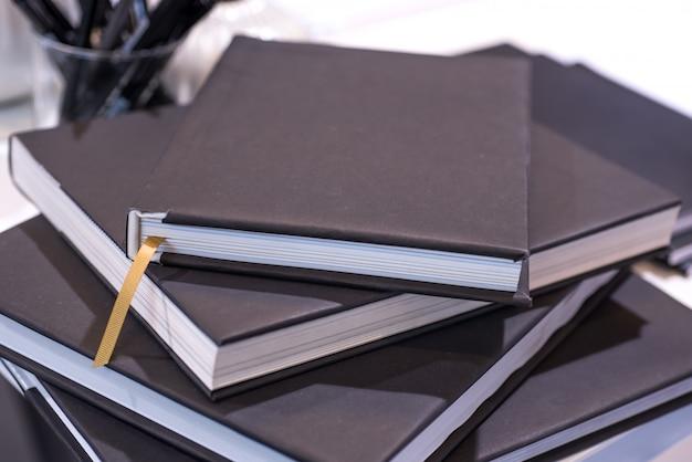 Una pila di quaderni