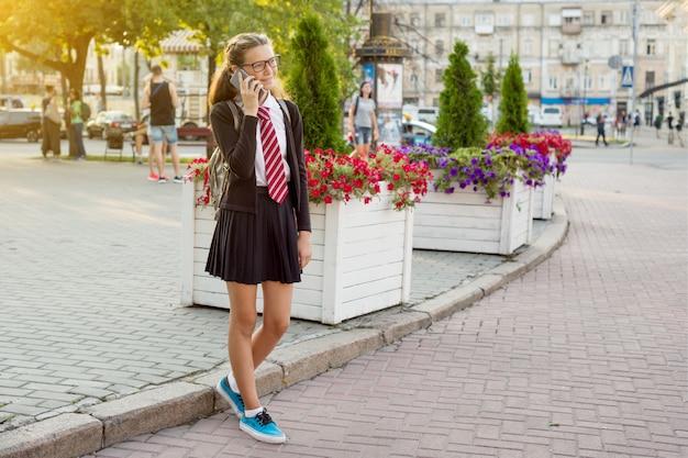 Una ragazza adolescente - studentessa delle superiori
