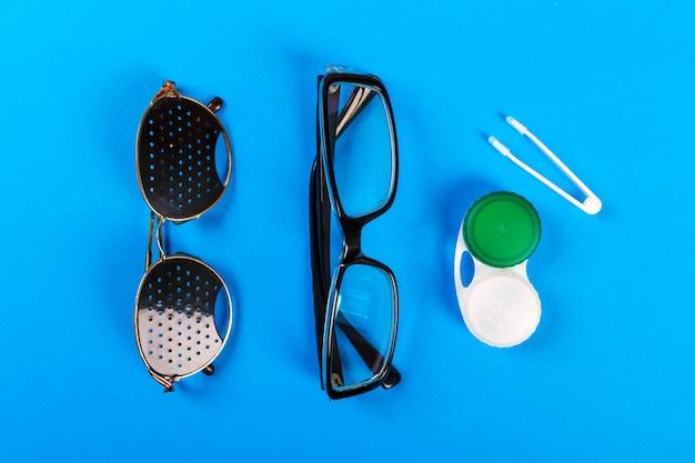 Una serie di accessori per la vista