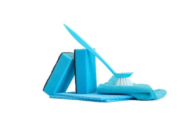 Una serie di strumenti per pulire la cucina blu