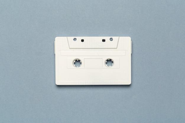 Una singola cassetta audio retrò