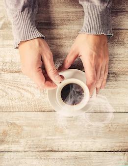 Una tazza di caffè. messa a fuoco selettiva coppia.