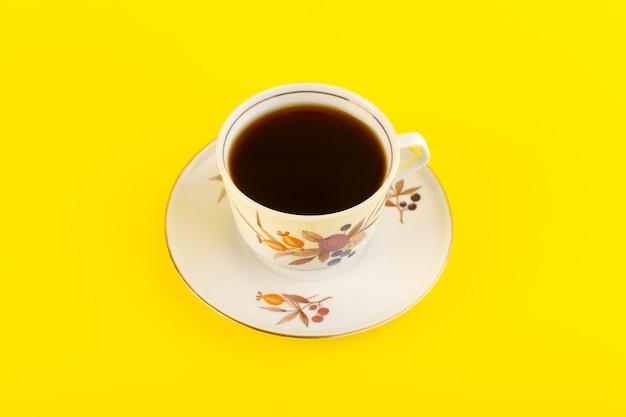 Una tazza di caffè vista dall'alto calda e forte
