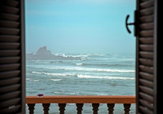 Una vista sull'oceano atlantico in marocco