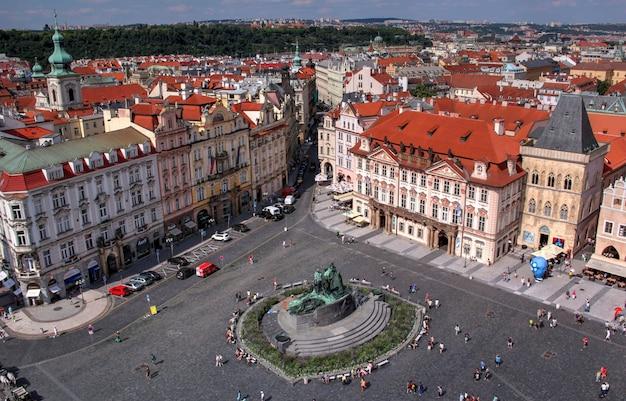 Una vista sulla vita quotidiana ceca in una giornata limpida