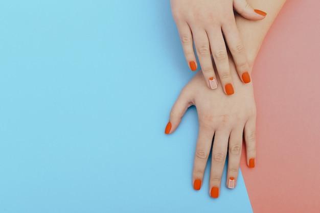 Unghie naturali, smalto gel. perfetta manicure pulita