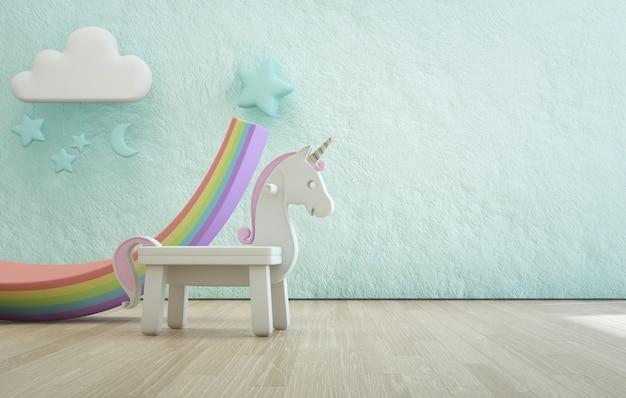 Unicorno bianco del giocattolo sul pavimento di legno della stanza dei bambini con la parete concreta blu ruvida vuota di struttura.