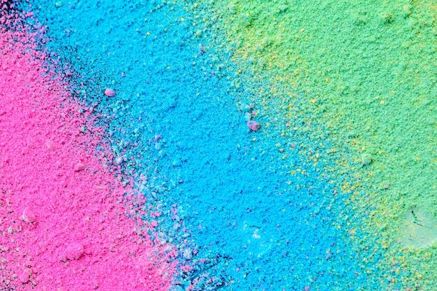 Uno splatter di polvere di pigmento colorata naturale pastello