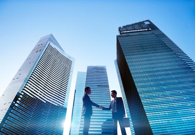 Uomini d'affari in una città