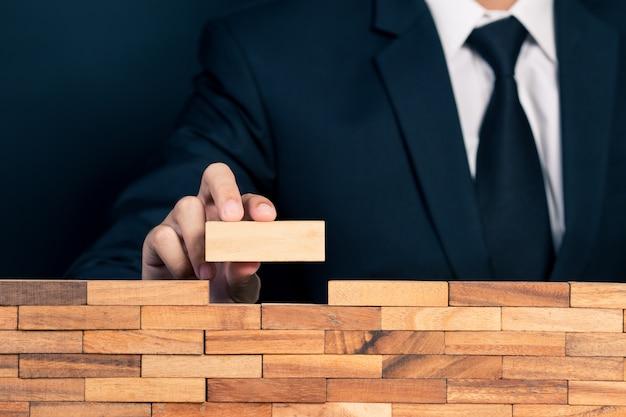 Uomo affari, costruzione, parete